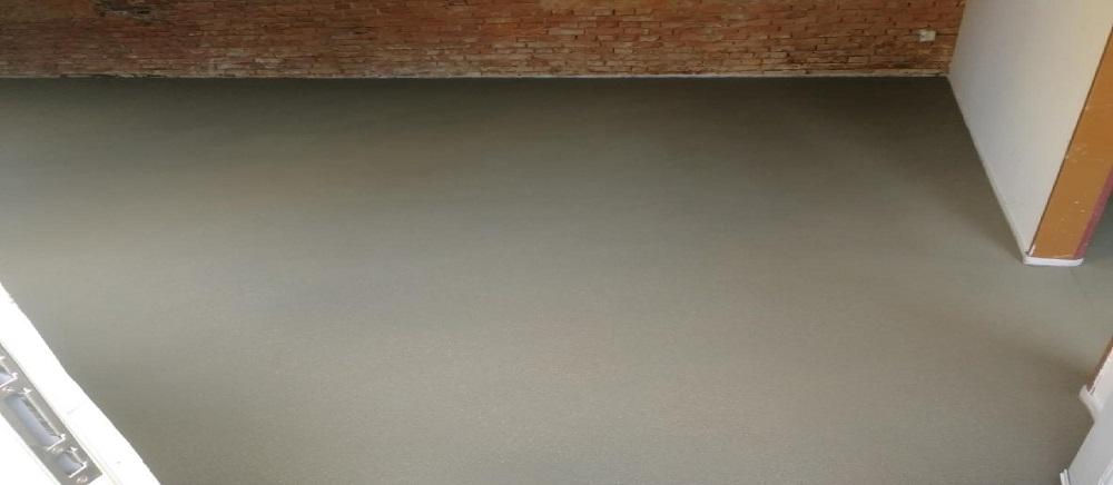 Čisté betonové podlahy